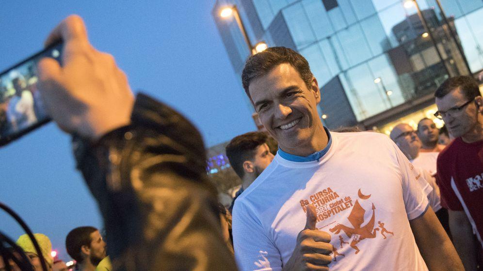 Foto: El candidato a la secretaría general del PSOE, Pedro Sánchez, participa en una carrera nocturna en L'Hospitalet de Llobregat. (EFE)