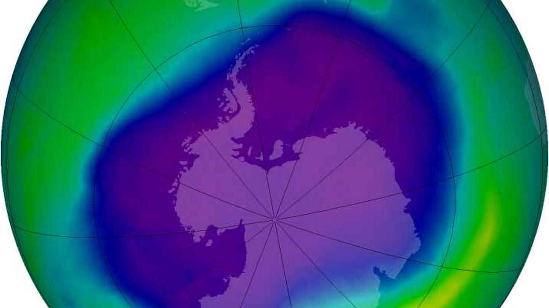El agujero de la capa de ozono sobre la Antártida en el año 2000, cuando alcanzó su máximo.