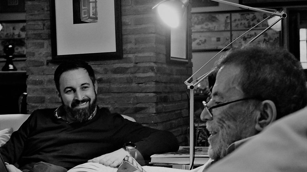 Foto: Santiago Abascal, junto a Fernando Sánchez Dragó. (Planeta)