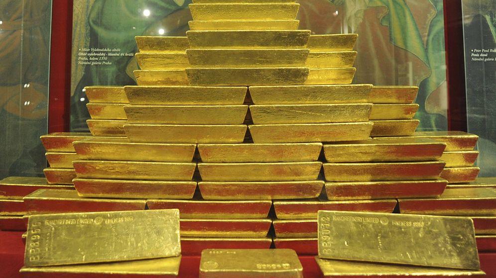 Foto: El 'Grexin' y la presión del dólar frenan al oro hasta su precio más bajo desde 2010
