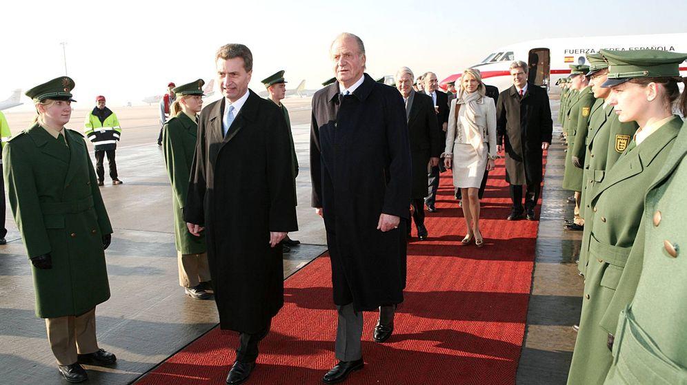 Foto: El rey Juan Carlos, en primer término; en segundo, Corinna, en 2006. (Getty)