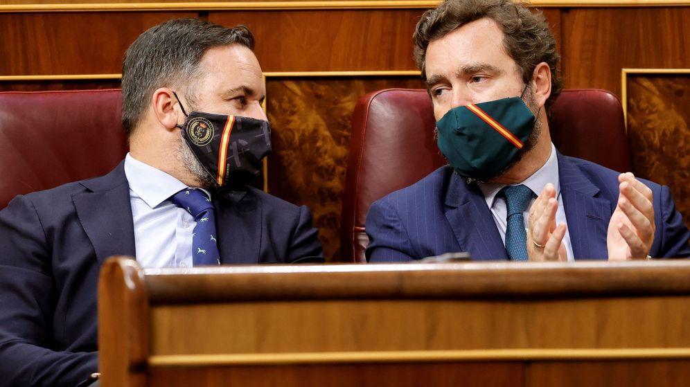 Foto: Santiago Abascal e Iván Espinosa de los Monteros, en el Congreso. (EFE)