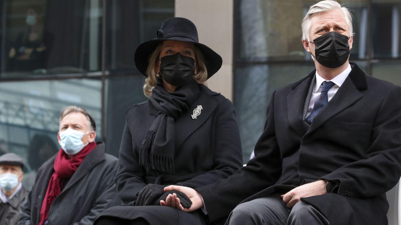 Los reyes Felipe y Matilde de los belgas, durante los homenajes a las víctimas de los ataques terroristas. (EFE)