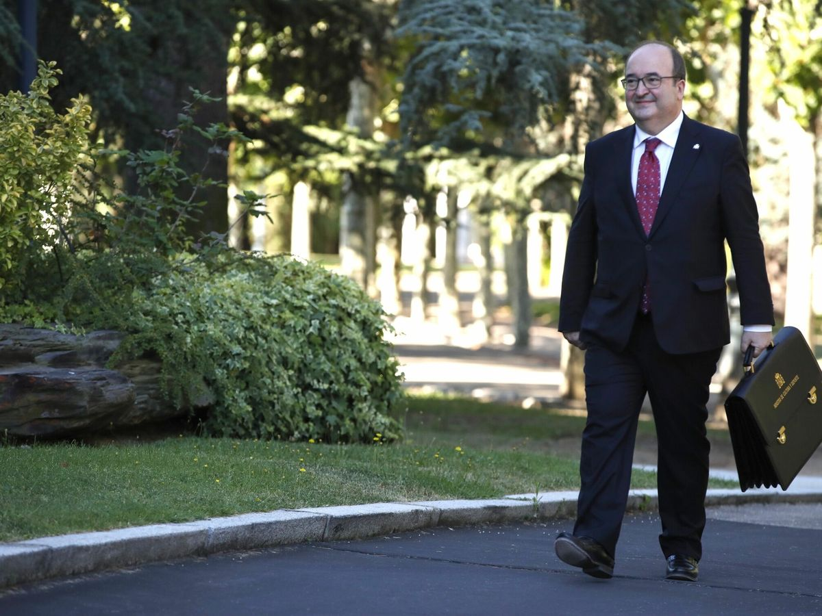 Foto: Miquel Iceta, ya como ministro de Cultura, llegando hoy al Consejo de Ministros (EFE)