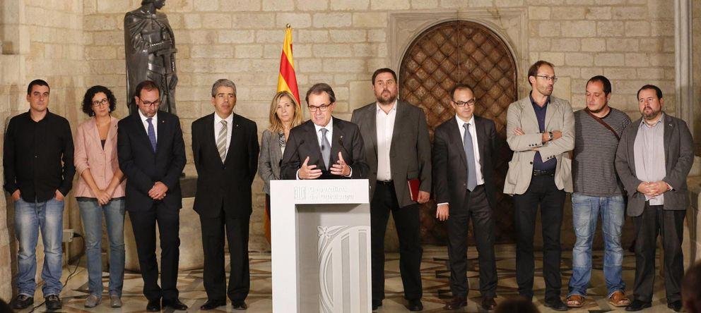 Foto: Artur Mas y los integrantes del bloque soberanista catalán, tras la reunión de ayer. (Reuters)