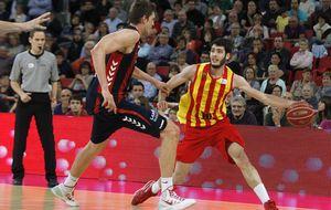 El Barça sentencia por la vía rápida a un desalmado Baskonia y espera en 'semis'