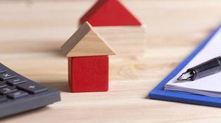 ¿Puedo renunciar al 50% de una vivienda heredada en favor de mis hijos?