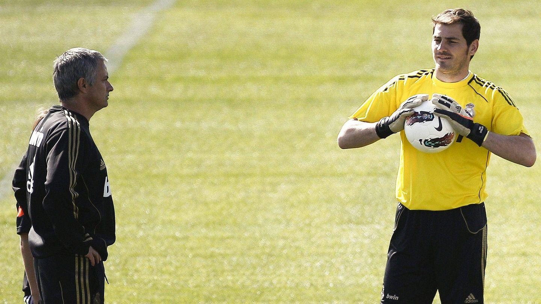 Iker Casillas junto a José Mourinho, en un entrenamiento. (Efe)