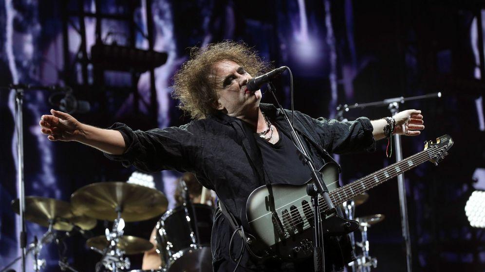 Foto: Robert Smith, vocalista de The Cure, durante su concierto en Mad Cool. (EFE)