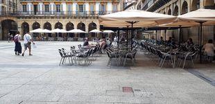 Post de Ni turistas ni pancartas contra ellos: la Parte Vieja de San Sebastián se queda sin su festival