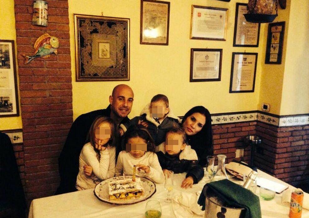 Foto: Pepe Reina junto a sus cuatro hijos y su mujer (Instagram)
