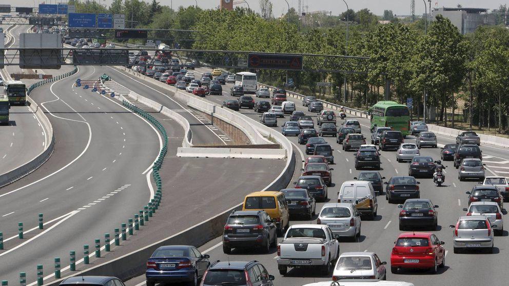 Arranca la 'operación retorno' con atascos en Madrid, Barcelona y Valencia