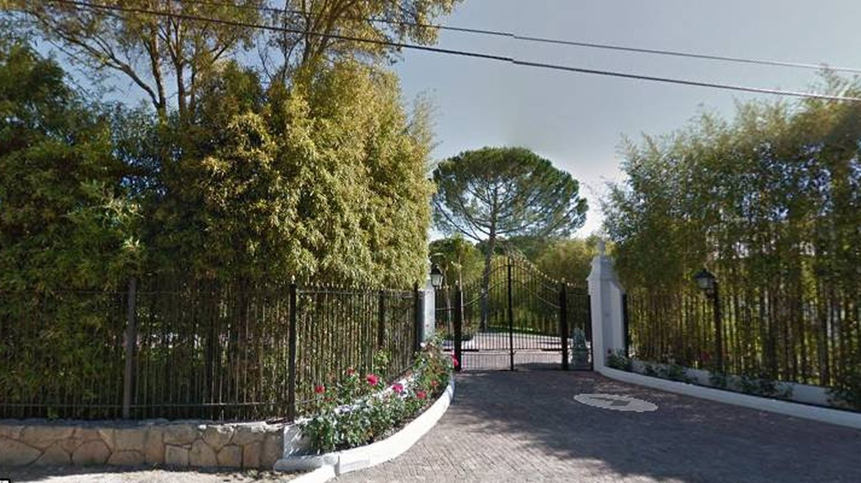 Entrada a la casa de Tita Thyssen en La Moraleja, Acobendas.