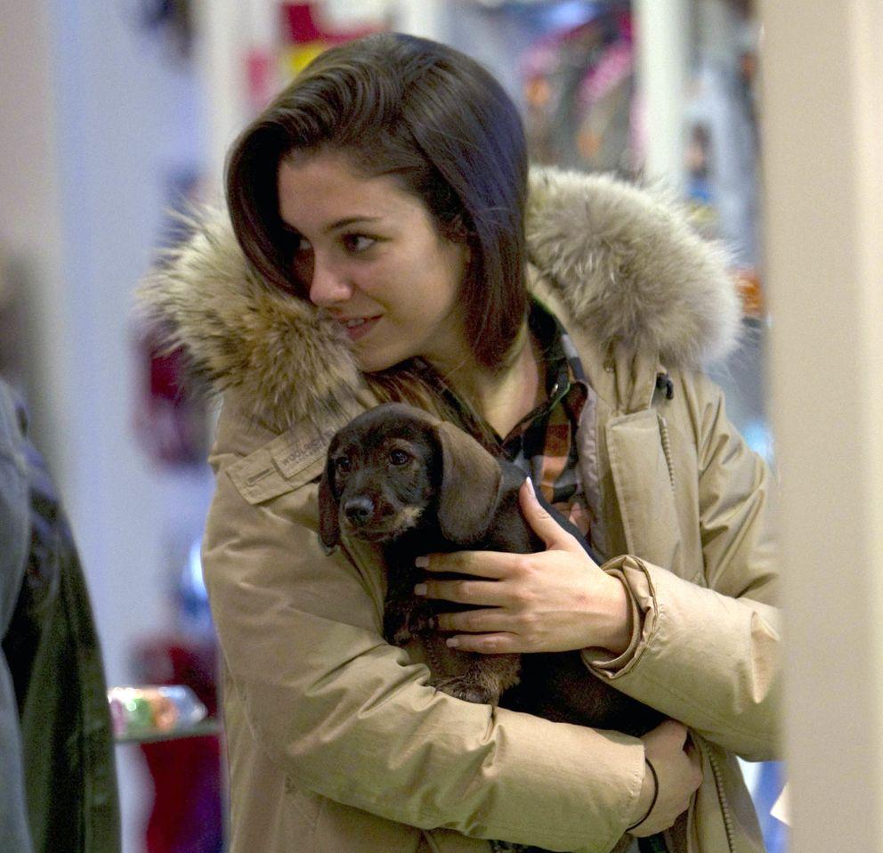 La actriz junto a su perro (I.C.)