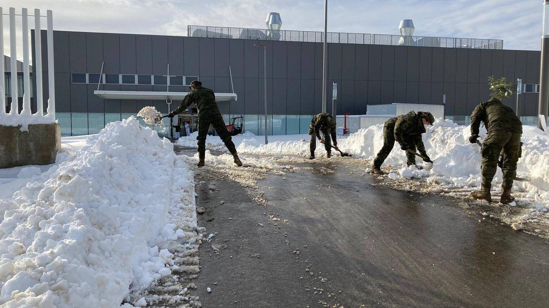 Efectivos de la UME trabajando en Mercamadrid. (Ministerio de Defensa)