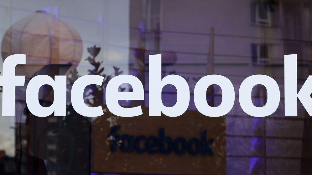 Foto: El logo de Facebook en una ventana durante un evento de la red social en Berlín, el 24 de febrero de 2016 (Reuters)