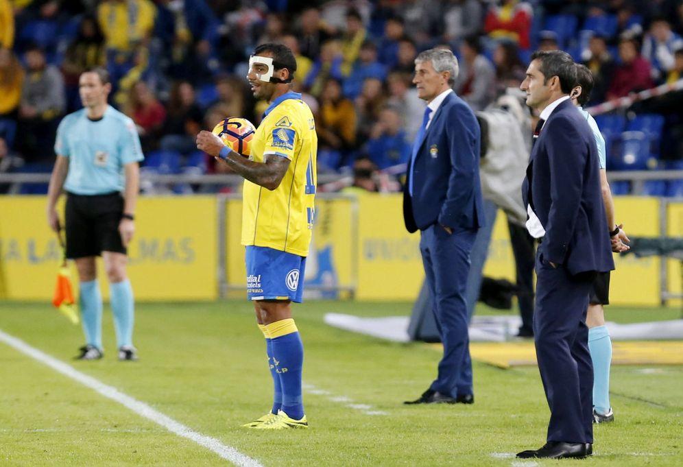 Foto: Quique Setién y Ernesto Valverde, durante un partido entre Las Palmas y el Athletic Club. (EFE)
