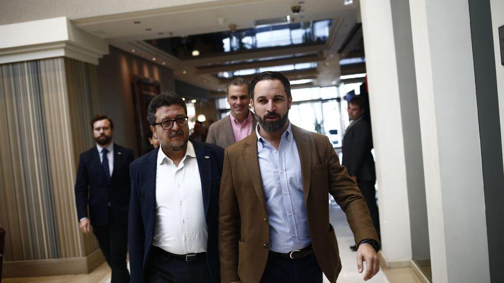 Foto: Santiago Abascal y el número uno de Vox en Andalucía, Francisco Serrano. (EFE)