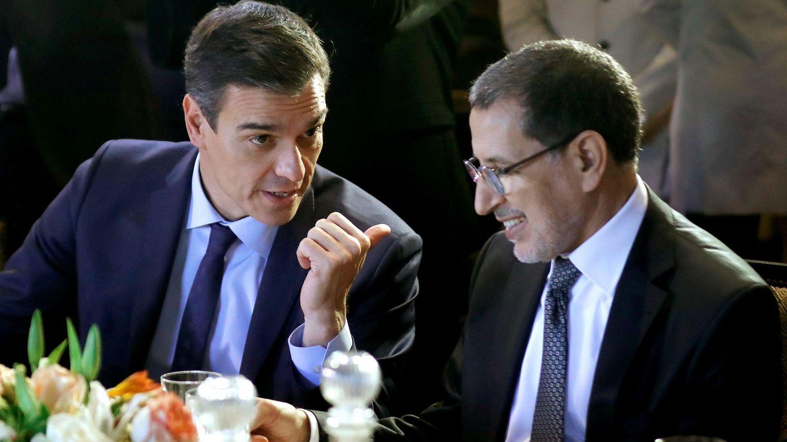 Foto: Pedro Sánchez, con el primer ministro marroquí, Saadeddine Othmani, este 10 de diciembre en Marrakech. (EFE)
