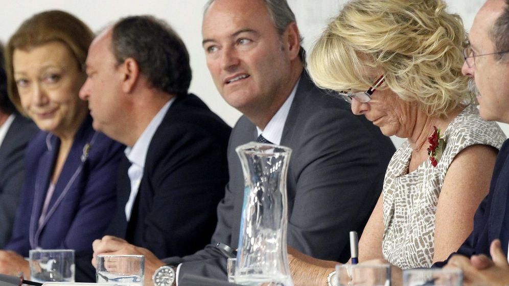 Foto: El presidente de la Comunidad Valenciana, Alberto Fabra, (2d) y la presidenta del PP de Madrid, Esperanza Aguirre (d). (EFE)
