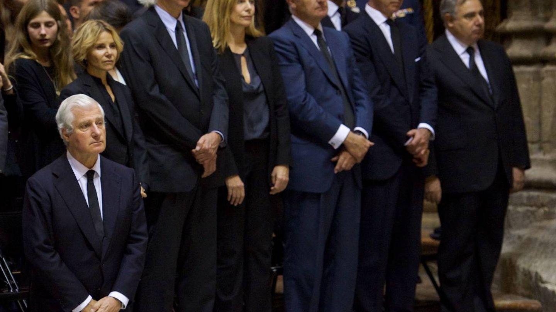 Carlos Fitz-James, Eugenia Martínez de Irujo, Jacobo Siruela, Inka Martí, Alfonso, Cayetano y Fernando Martínez de Irujo. (Getty)
