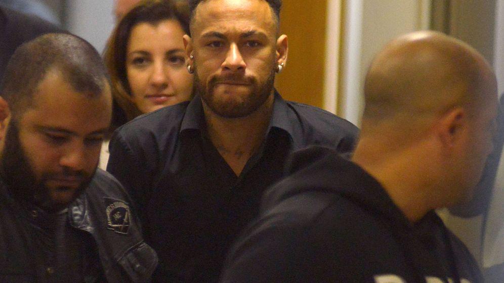 Foto:  Neymar tras declarar en una comisaría de Rio de Janeiro. (Reuters)