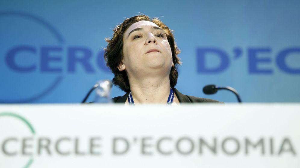 Foto: La regidora de Barcelona, Ada Colau, durante su intervención en la primera jornada de la XXXII Reunión del Círculo de Economía. (EFE)
