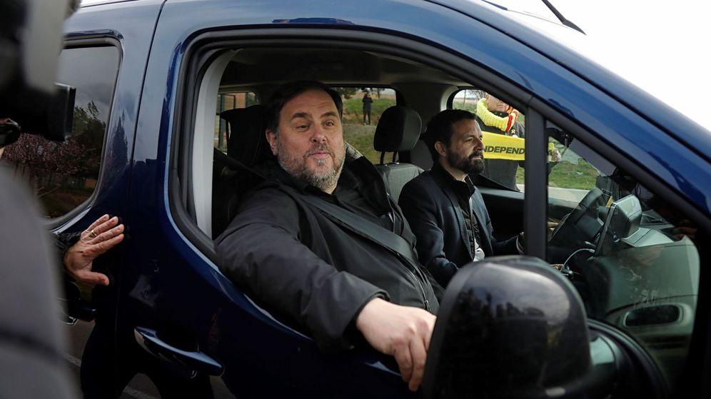 Foto: Imagen de Junqueras, en su primera salida de prisión para trabajar en la Universidad. (EFE)