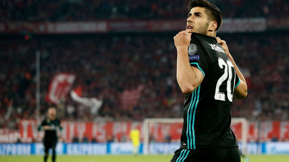 Foto: Marco Asensio celebra un gol en Múnich mostrando el nombre de su camiseta. (Efe)
