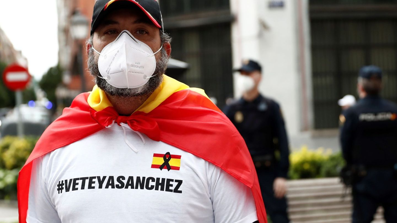 Vecinos del madrileño barrio de Salamanca se manifiestan contra el Gobierno. (EFE)