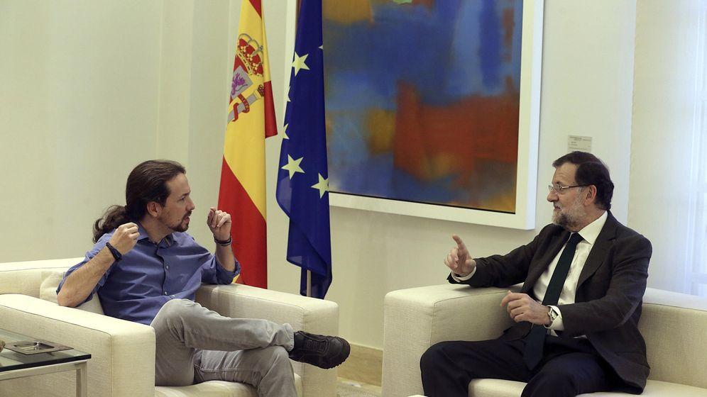 Foto: Mariano Rajoy recibe a Pablo Iglesias en La Moncloa. (EFE)