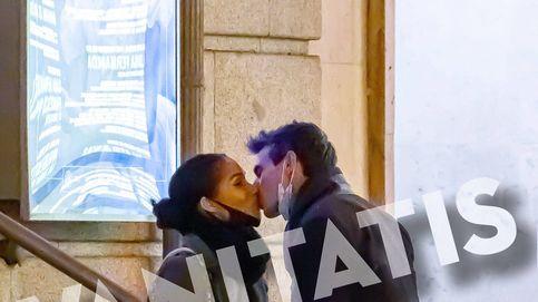 El beso de Joaquín de Luz y la ex de Martiño Rivas en plena tormenta laboral y personal