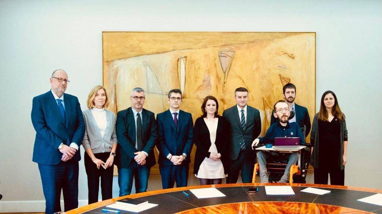 PSOE y Podemos abordan su crisis en una reunión sorpresa de la mesa de seguimiento