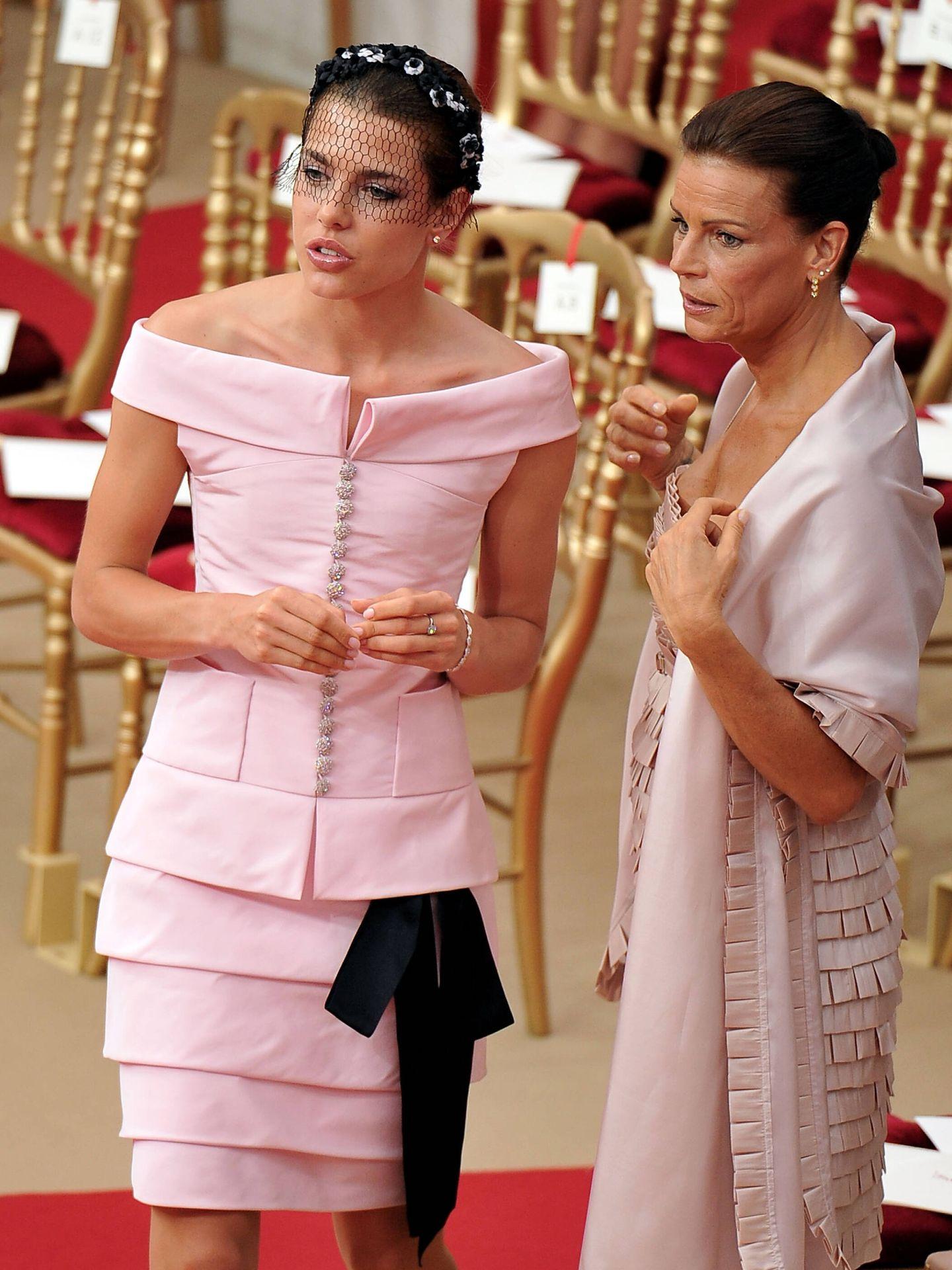 Carlota Casiraghi y Estefanía de Mónaco en la boda del príncipe Alberto y Charlène. (Getty)