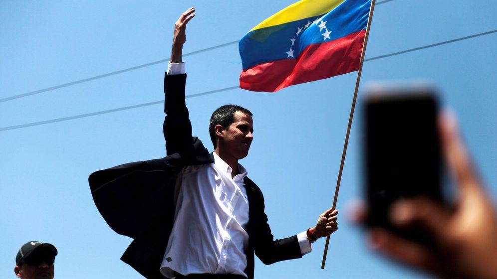 Foto: Juan Guaidó, a su llegada en el aeropuerto internacional de Maiquetía Simón Bolivar. (EFE)