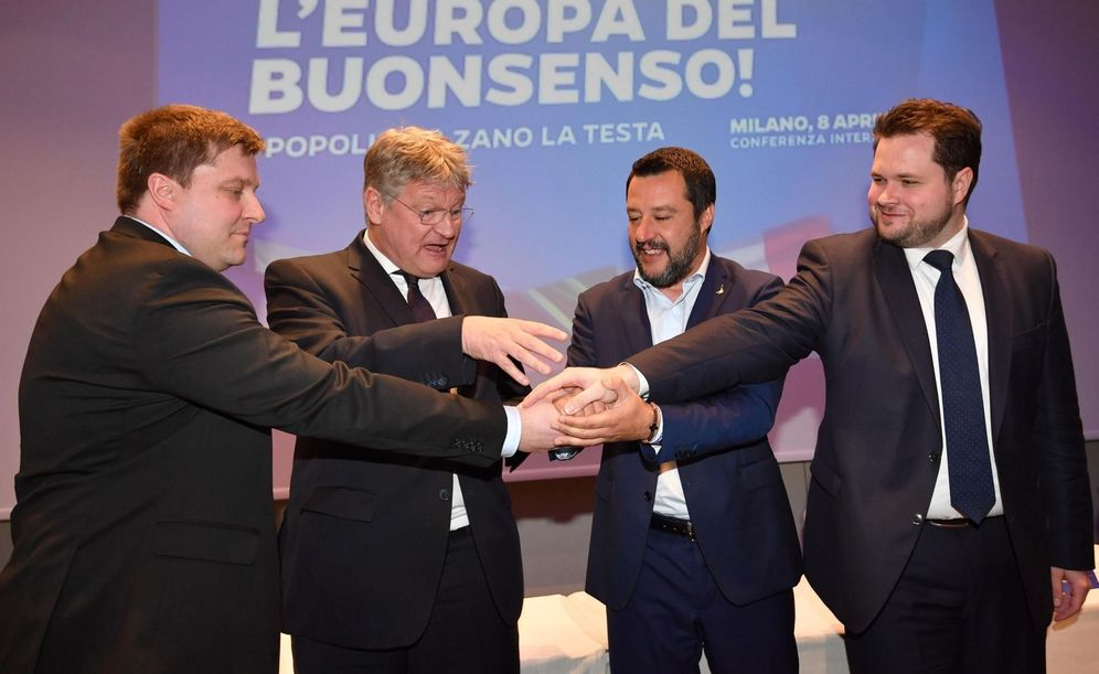 Foto: Salvini junto a miembros de la formación ultraderechista Verdaderos Finlandeses o Alternativa para Alemania, en Milán. (EFE)