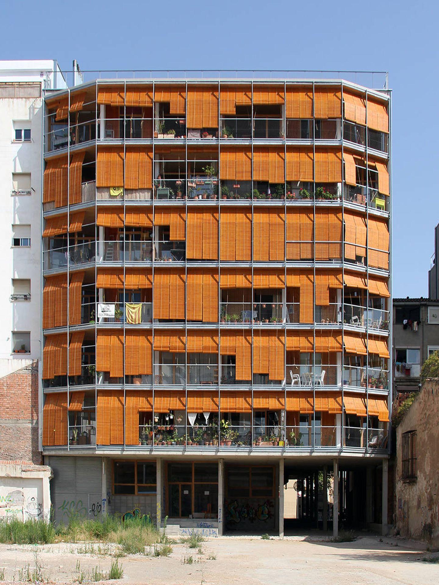 El edificio La Borda, en Can Batllò, Barcelona. (Lacol)