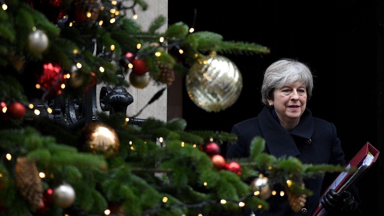 La primera ministra británica, Theresa May a la salida de su domicilio camino del Parlamento, hoy, 13 de diciembre de 2017. (EFE)