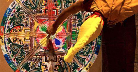 Una exposición en Pekín muestra la belleza efímera de los mandalas