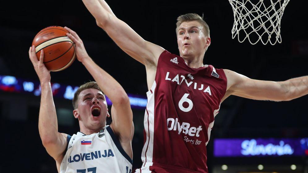 Foto: Doncic y Porzingis brillaron con 27 y 34 puntos respectivamente. (EFE)