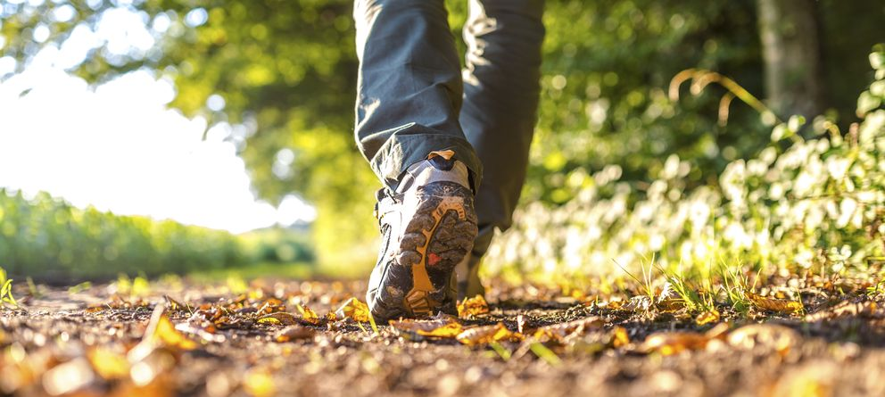 Foto: Basta con caminar para contrarrestrar los efectos perniciosos de un refresco. (iStock)