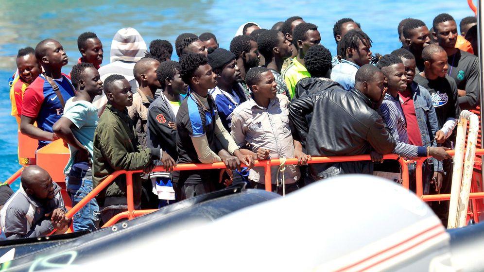 Foto: Una de las pateras rescatadas este sábado. (EFE)