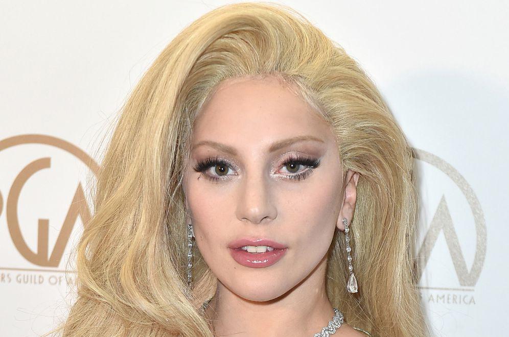 Foto: La peluca de Lady Gaga y Lady Gaga.