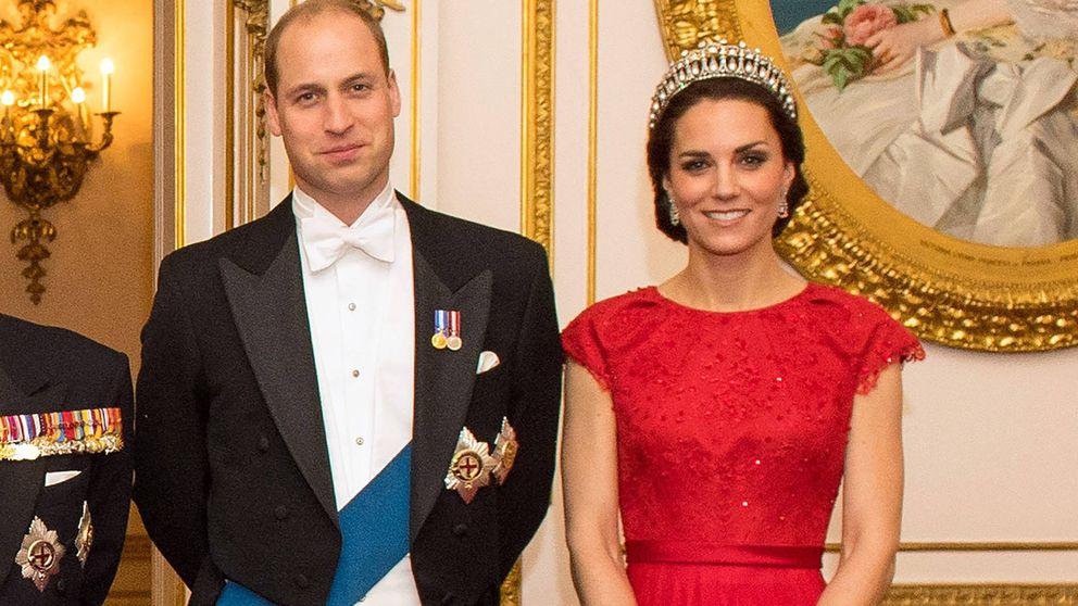 Esta foto vale su peso en diamantes, perlas y zafiros: analizamos sus joyas