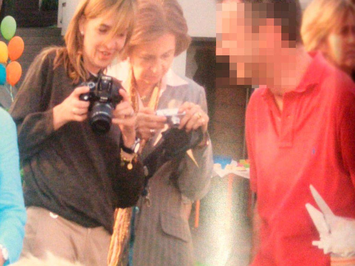 Foto: La infanta Cristina y la reina Sofía. (Vanitatis)
