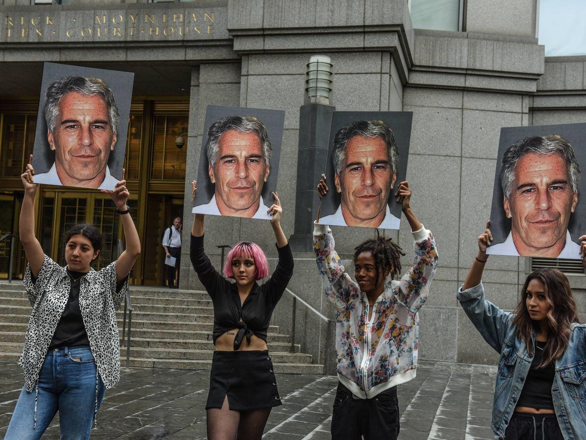 Foto:  Grupo de manifestantes contra Epstein. (Getty)