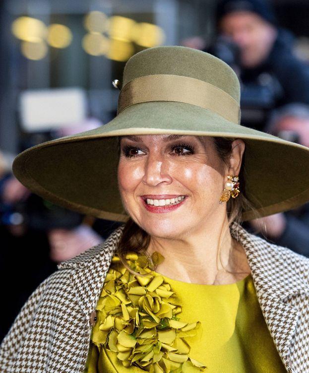 Foto: La reina Máxima de Holanda luce un vestido amarillo de seda salvaje. (Cordon Press)