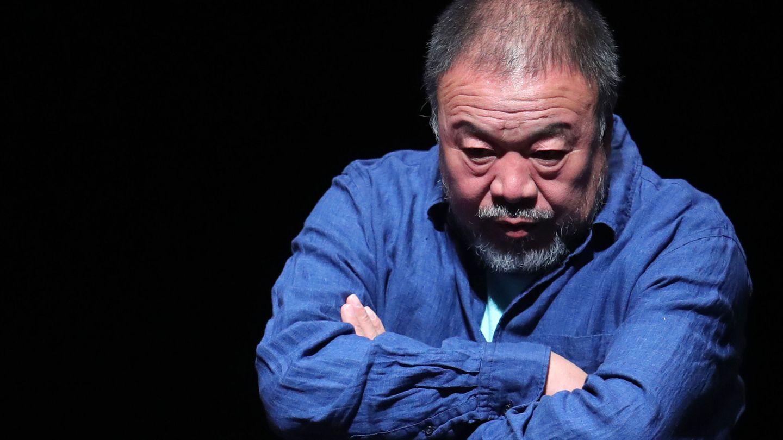 El artista chino Ai Weiwei posa durante la presentación de la muestra llamada 'Inoculación', en Santiago de Chile. (EFE)