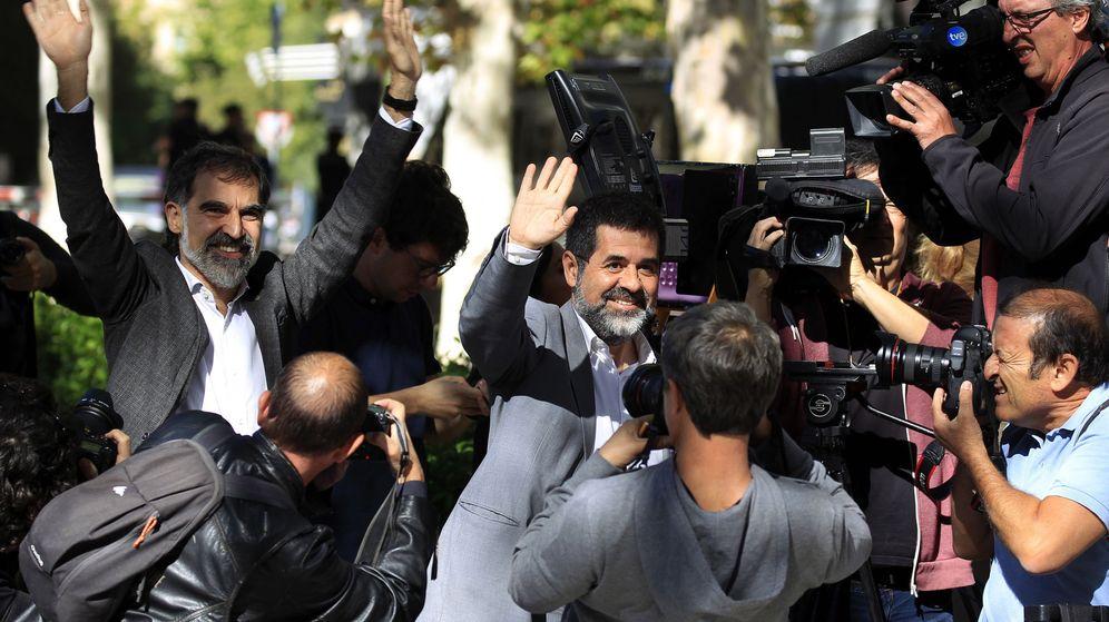 Foto: Sànchez y Cuixart abandonan la Audiencia Nacional. (EFE)