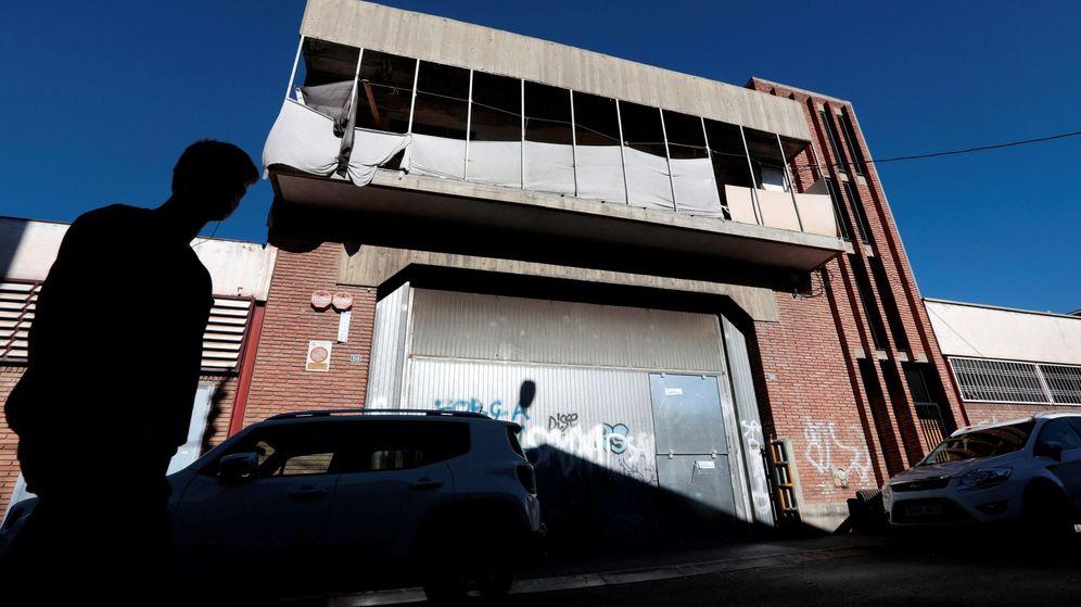 Foto: Nave abandonada en el barrio Can Feu de Sabadell donde se produjo la agresión múltiple. (EFE)